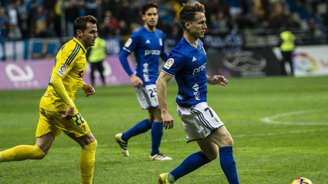 El Cádiz CF perdió la tercera plaza en Oviedo.