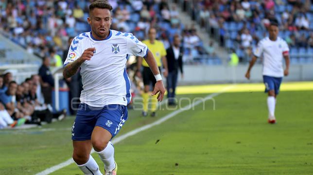 Aarón Ñíguez deja el Tenerife por el Oviedo.