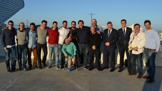 Theo Vargas, junto a los compañeros de la prensa gaditana.