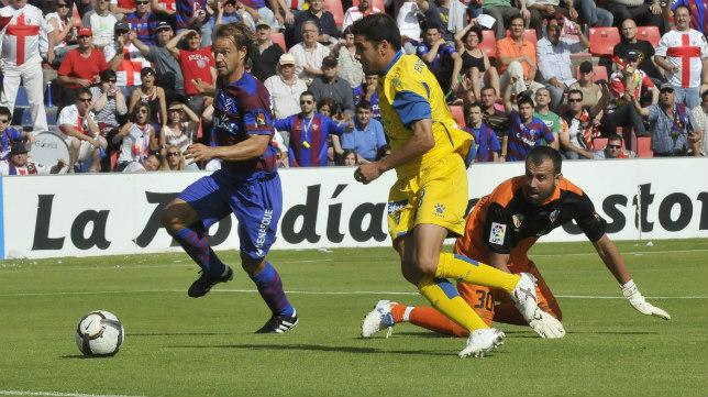 El extremeño, hoy secretario técnico del Cádiz CF, adelantó a los amarillos en el minuto 6.