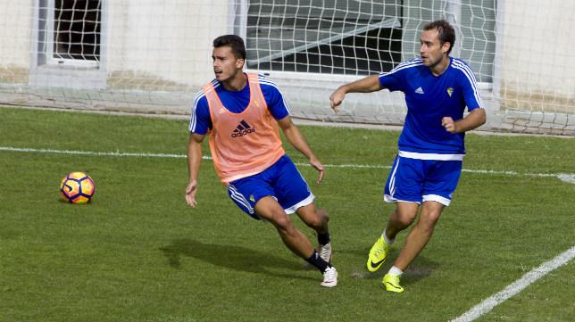 Luis Ruiz y Gorka Santamaría han entrado en los planes de Cervera.