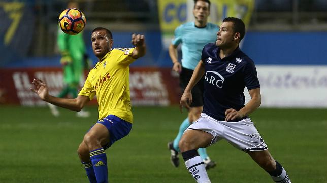 David Navarro, en la imagen junto a Ortuño la temporada pasada, ya no está en las filas del Alcorcón.