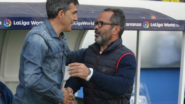 Cervera y Muñoz se saludan antes del Cádiz CF-Levante.
