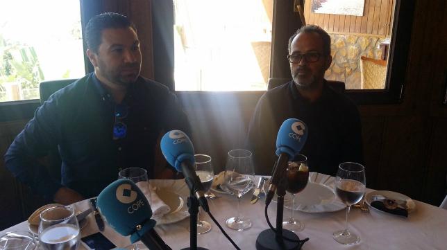 Juan Carlos Cordero y Álvaro Cervera, durante la tertulia de 'Deportes Cope Cádiz' en 'El Timón de Roche'.