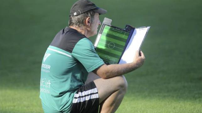 Anquela, entrenador del Real Oviedo. Foto: Heraldo.