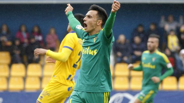 Álvaro García celebra su gol en Alcorcón.