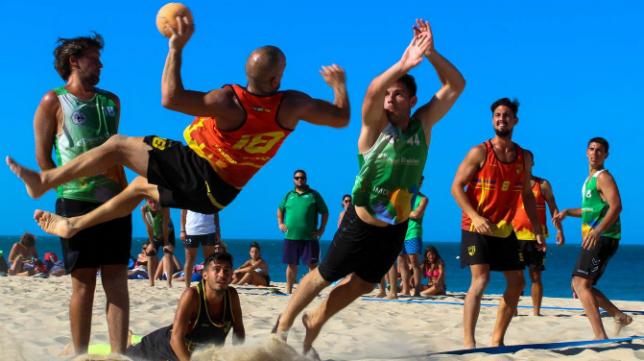 El balonmano playa es un deporte con mucho arraigo en Cádiz (Foto: Zonabalonmano)