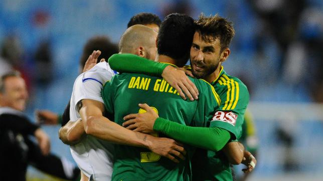 José Mari celebró el empate con sus compañeros.