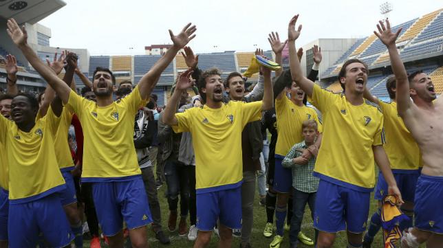 El Cádiz CF B ha conseguido el ascenso a Tercera División.