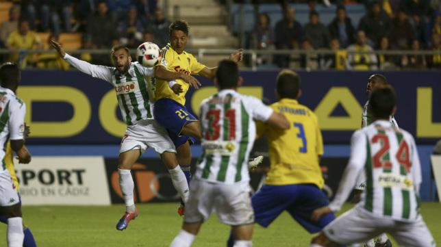 Migue González, titular aquel día, durante el encuentro de Copa celebrado en Carranza ante el Córdoba en octubre de 2016.