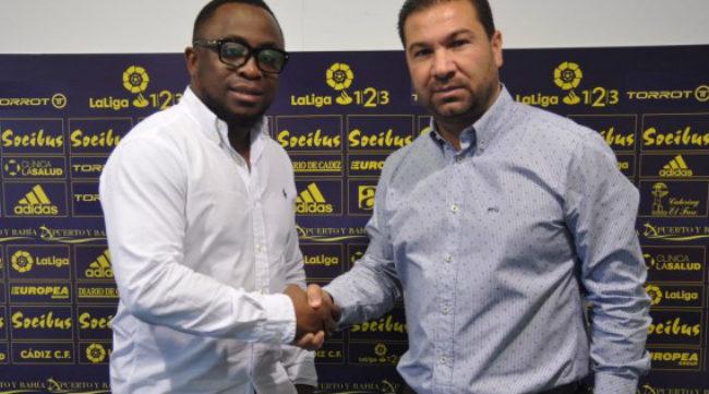 Frank Peters y Juan Carlos Cordero, tras firmar el convenio.