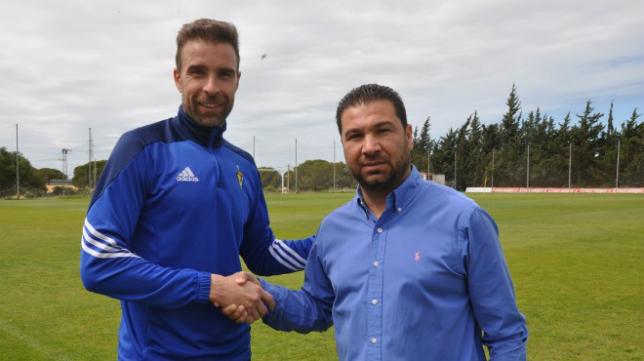 Alberto Cifuentes y Juan Carlos Cordero hacen oficial la renovación del portero.