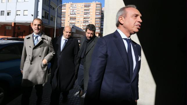 Gabriele de Bono, con Alessandro Gaucci y Enrique Zarza, en una imagen de archivo.