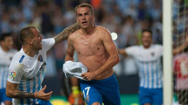 Duda (c), en la imagen con Sandro, no continuará en el Málaga y sueña con volver al Cádiz CF.