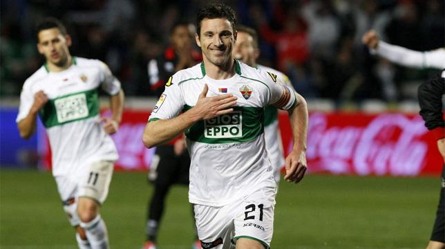 Edu Albacar no volverá a jugar esta temporada debido a una lesión.