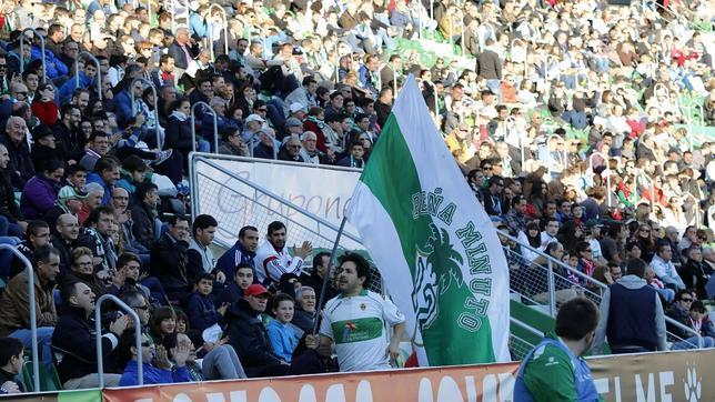 La afición del Elche se desplazará a Carranza este domingo.