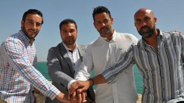 Miguel Chamorro, Juan Carlos Cordero, Mere y Raúl López sellan el acuerdo. Foto: Cádiz CF.