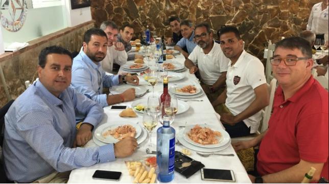 El Cádiz CF disfruta de un almuerzo en Sanlúcar (Foto: CCF)