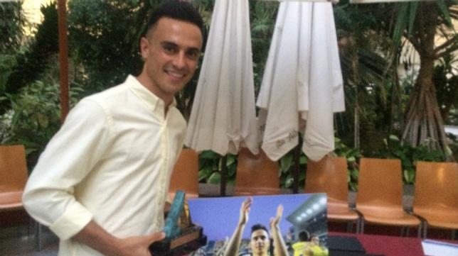 Alvarito recibió el premio al mejor jugador de Portal Cadista.