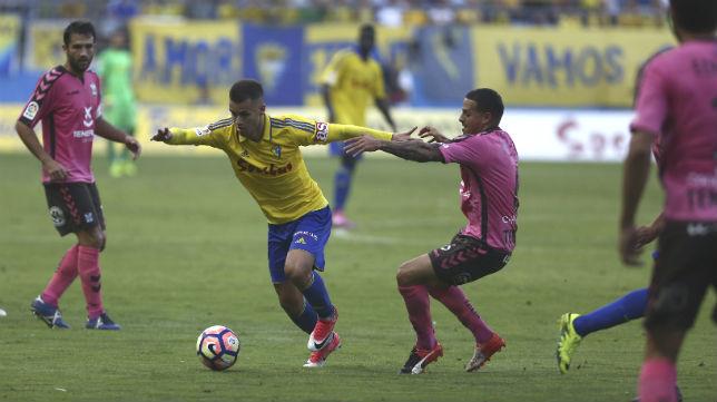 Aketxe marcó el gol de la victoria del Cádiz CF ante el Tenerife.