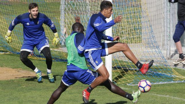 Eddy Silvestre y Sankaré, en un entrenamiento en El Rosal.
