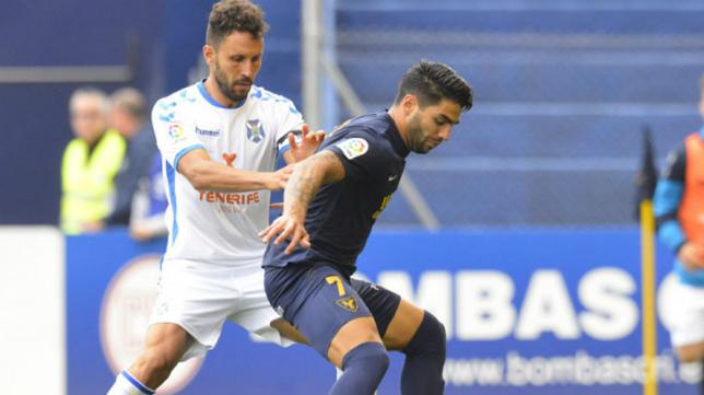 Germán defiende al también excadista Jona en un partido de esta temporada.