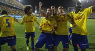 Aketxe celebra el gol con sus compañeros