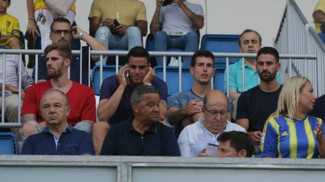 Raúl Albentosa, Dani García, Aitor Arregi y Kike Márquez siguen el encuentro en el Carranza.