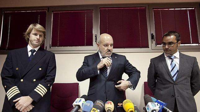 Miguel Concepción (centro) es el presidente del CD Tenerife.