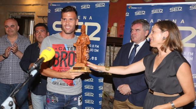 Ortuño recibió el galardón que Radio Cádiz le entregó anoche.