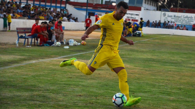 Barral se estrenó con tres goles ante el Barbate (Foto: Cádiz CF).