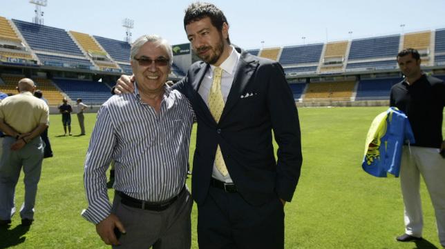 Imagen del día en que Muñoz traspasó el poder del Cádiz CF a Sinergy, con Gaucci a la cabeza.