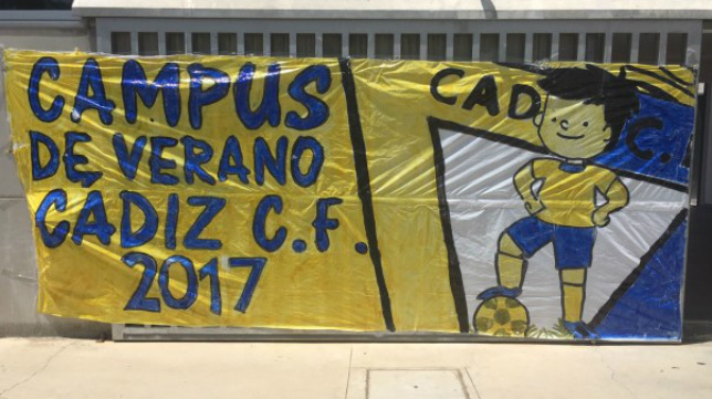Pancarta del Campus de Verano (Foto: Cádiz CF)