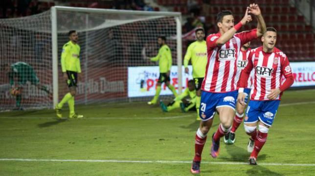 Fran Sandaza (i) no jugará con el Girona en Primera.