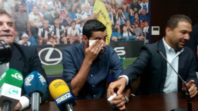 Güiza llora en su despedida, acompañado por Manuel Vizcaíno y Juan Carlos Cordero.