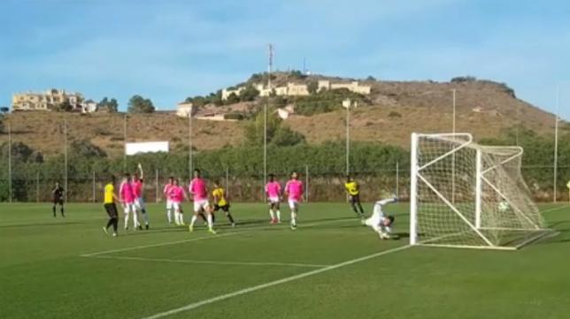 El Cádiz recibió el tercero tras una falta lateral.