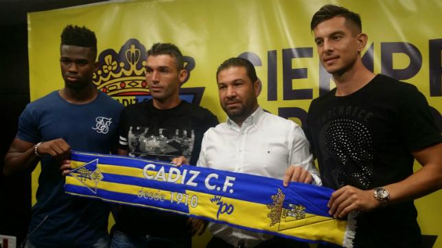 Juan Carlos Cordero, junto a Moha Traoré, David Barral y Marcos Mauro.