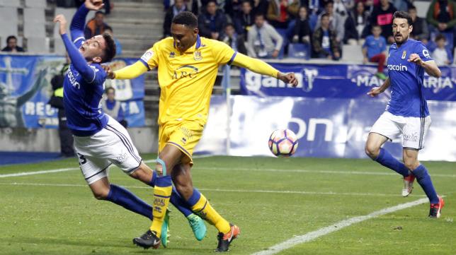 Owona, en un partido entre el Alcorcón y el Oviedo.