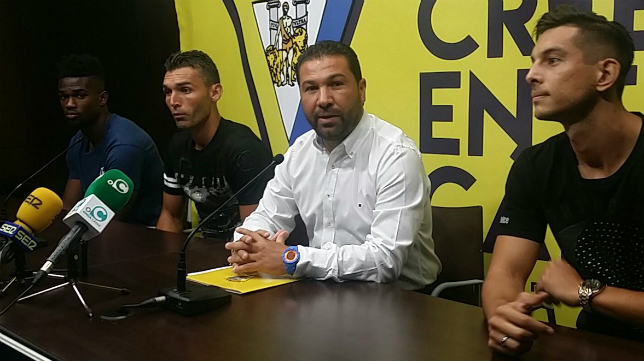 Moha Traoré, David Barral y Marcos Mauro, junto a Juan Carlos Cordero.