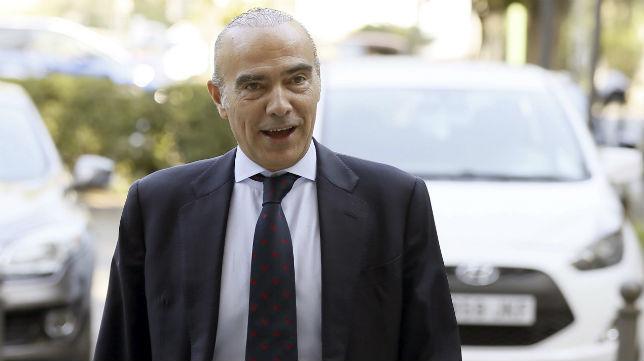 Luis Oliver entrando en los juzgados de Sevilla