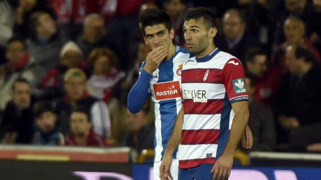 Barral abandona el campo tras ser expulsado.