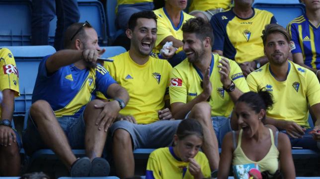 Los aficionados amarillos esperan que su equipo les dé hoy una alegría. (Foto: A. Vázquez)