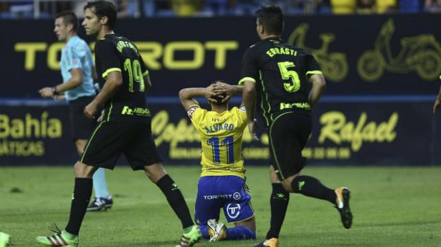 Álvaro García sigue sin destino.