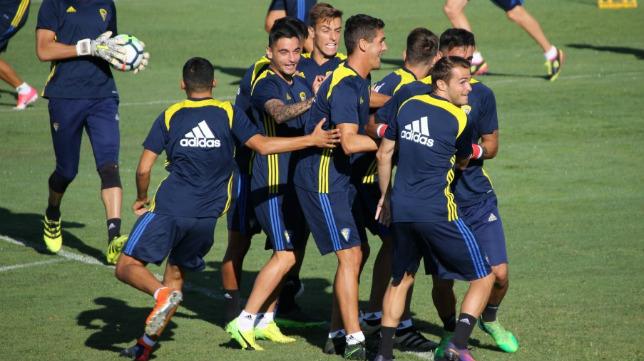 Entreno matutino del equipo amarillo en El Rosal. (Foto: Cádiz CF).