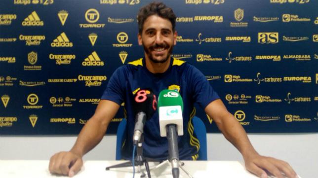 Javier Carpio, ante la prensa.