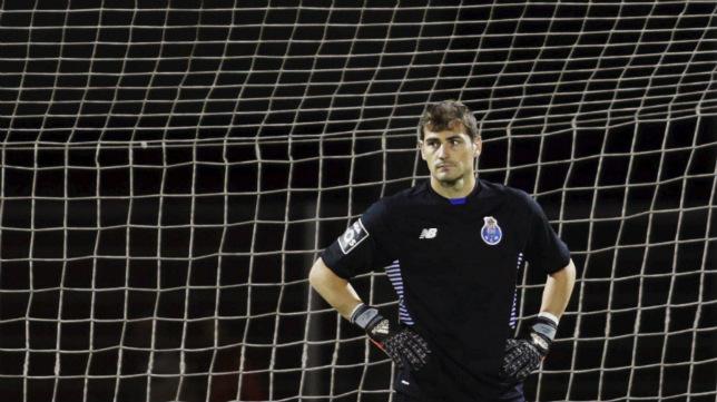Casillas, con la camiseta del FC Porto.