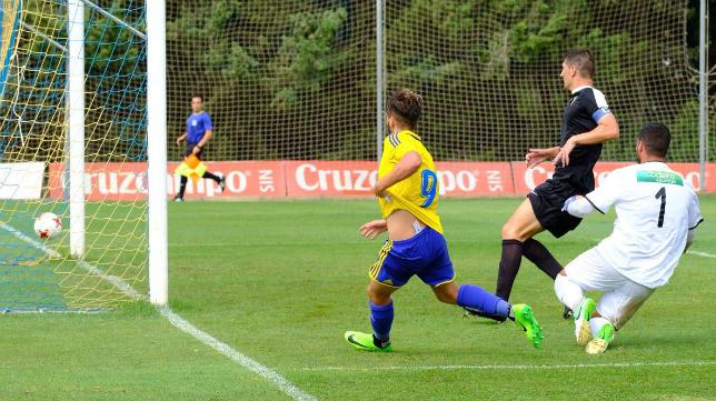 David Toro jugó la semana pasada con el primer equipo en Oviedo. Foto: Cádiz CF.