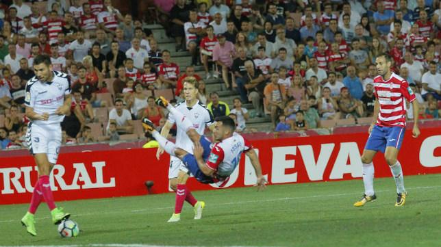 Joselu, delantero del Granada, demuestra su olfato otra semana más. (Foto: R.L.P.)