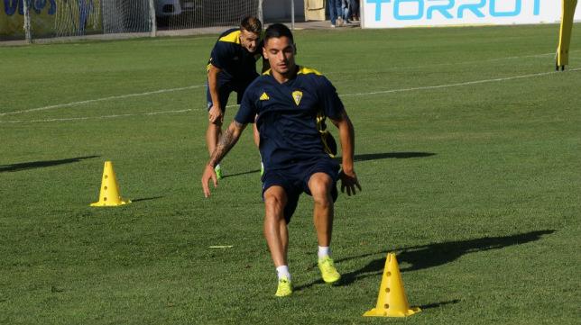 Tomás y Salvi, en el entrenamiento matinal. (Foto: Cádiz CF)