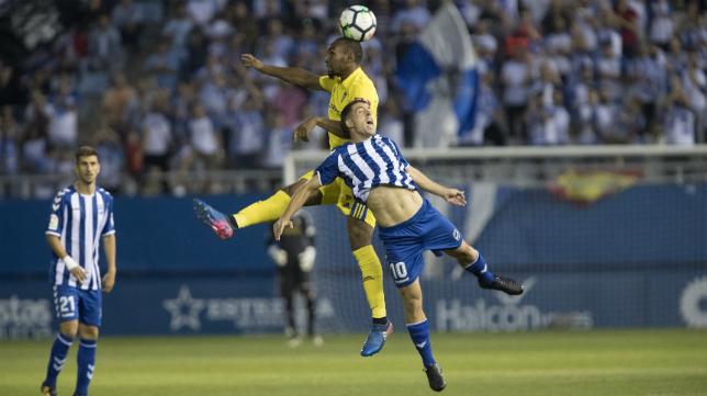 Abdullah está ocupando el puesto de José Mari en el centro del campo del Cádiz CF.